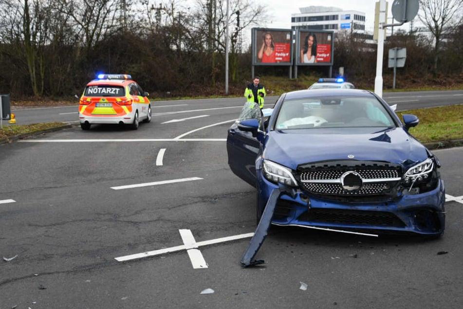 Ein Blick auf den am Unfall beteiligten Mercedes.