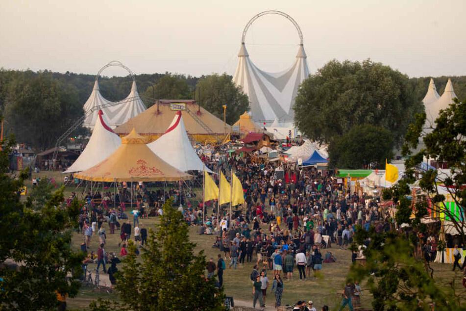 """Ein junger Mann ist auf dem """"Fusion""""-Festival ums Leben gekommen."""