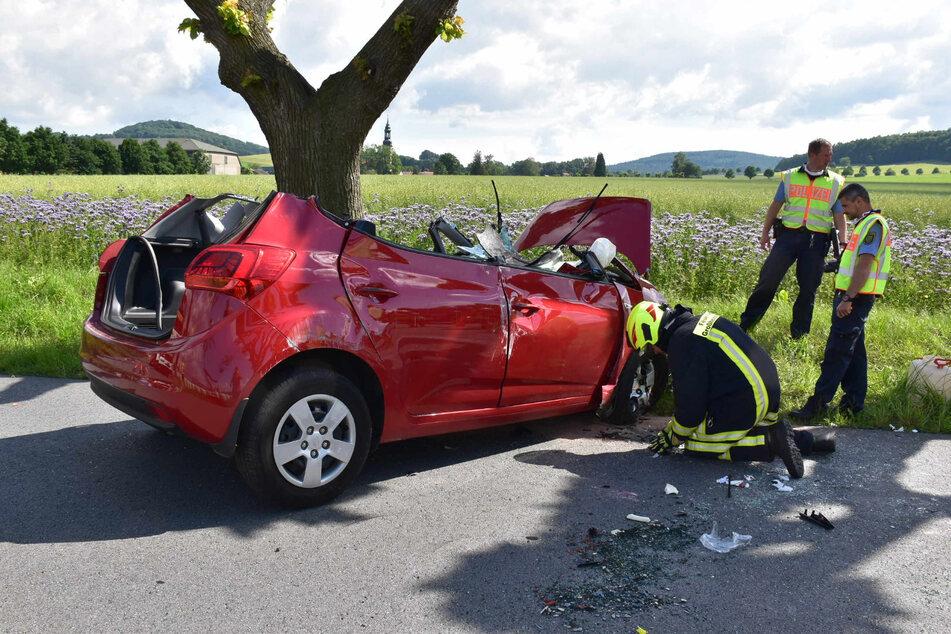 Auto überschlägt sich: Fahrerin schwer verletzt