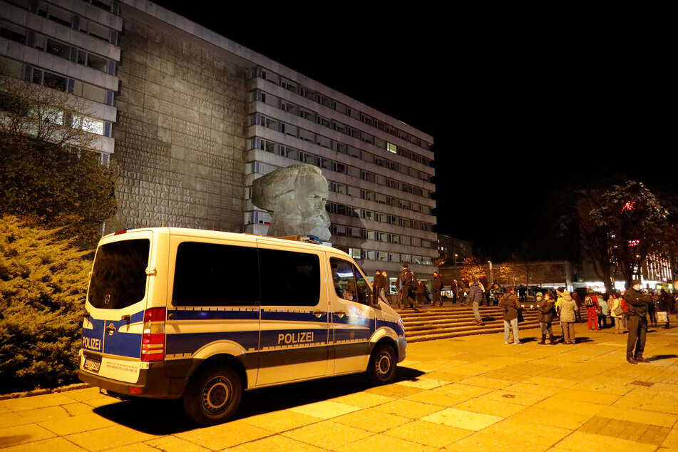 Am Montagabend wurde wieder am Marx-Monument gegen die Corona-Verordnung protestiert.