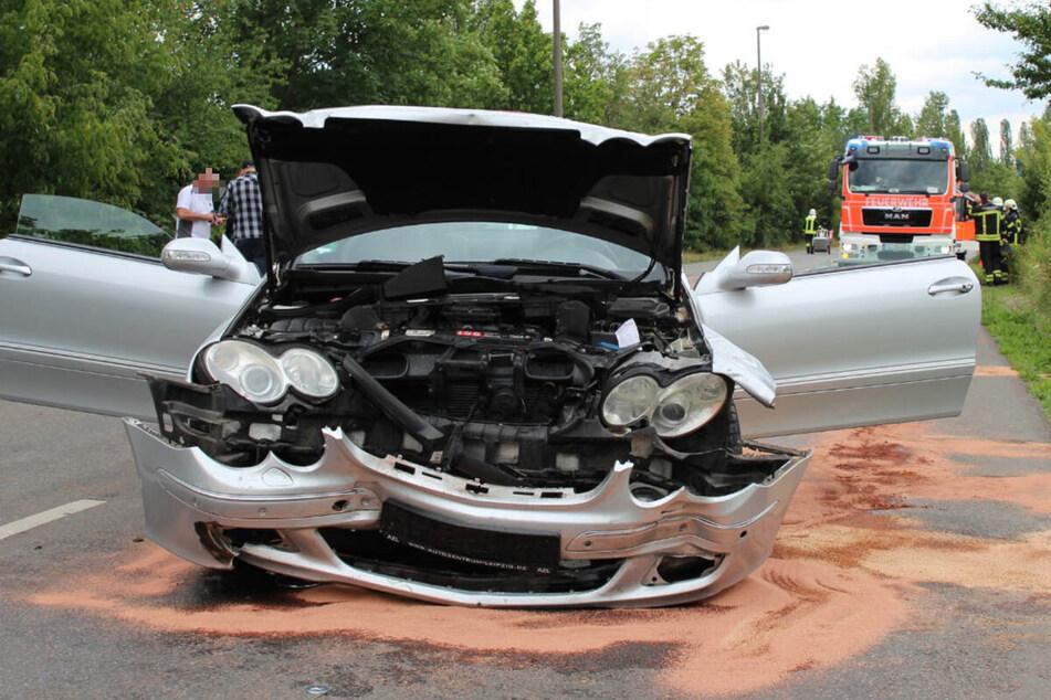 17. Juli 2020, 14.25 Uhr, Tatort Lyoner Straße, Leipzig: Bei dem Autorennen wurde dieser Mercedes zu Schrott gefahren. Er war frontal auf einen Hyundai geprallt.