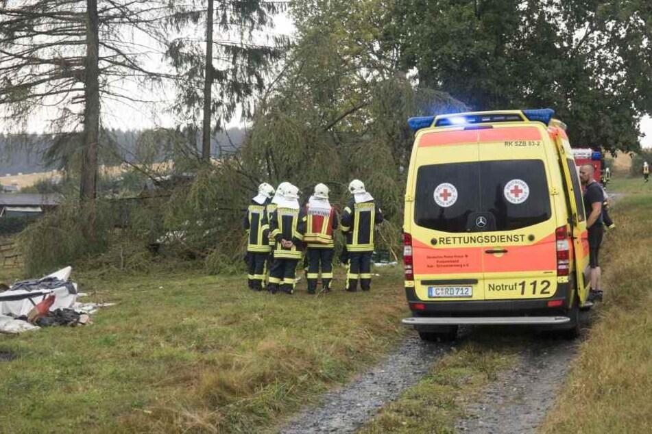 Der Rettungsdienst brachte drei Verletzte ins Krankenhaus.