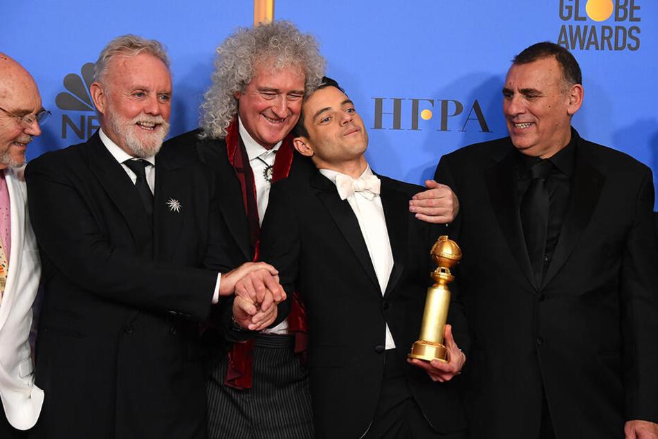 Manager Jim Beach, die Musiker Roger Taylor und Brian May (beide Queen), Schauspieler Rami Malek und Produzent Graham King (v.li.) bei der Verleihung der 76. Golden Globe Awards in Beverly Hills.