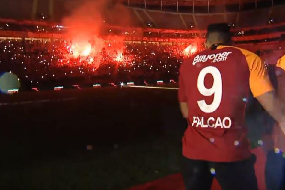 Galatasaray-Wahnsinn: Unglaublich, wie Istanbul seine Neuzugänge vorstellt