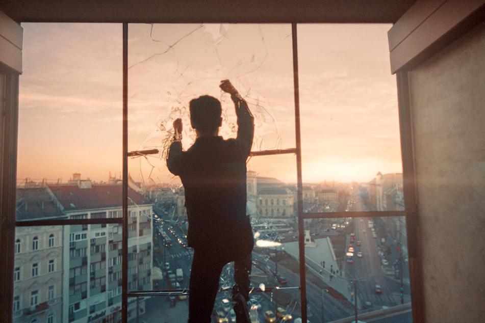 Handwerklich macht der Film vieles richtig: Aryan Dashni (Zsombor Jeger) vor einer malerischen Stadtkulisse.