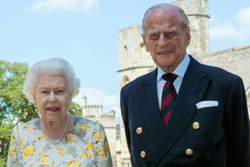 Dieses Bild sorgt für Gesprächsstoff im Netz. Es wurde bereits am 1. Juni aufgenommen, anlässlich des 99. Geburtstages von Prinz Philip jedoch erst zehn Tage später veröffentlicht.