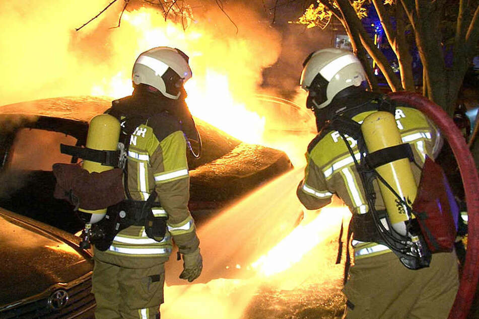 Großeinsatz Anfang Oktober 2015 in Gorbitz. Dort brannten 14 Autos ab.