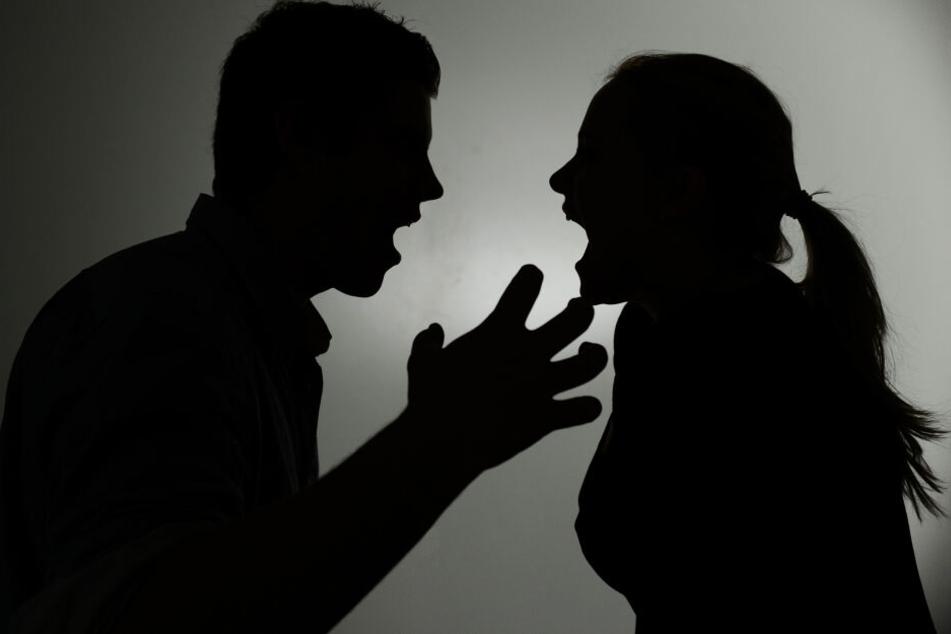 Sie stecken in einer Krise: Das Ehepaar stritt sich vor dem Giftanschlag um finanzielle Folgen einer Trennung. (Symbolbild)
