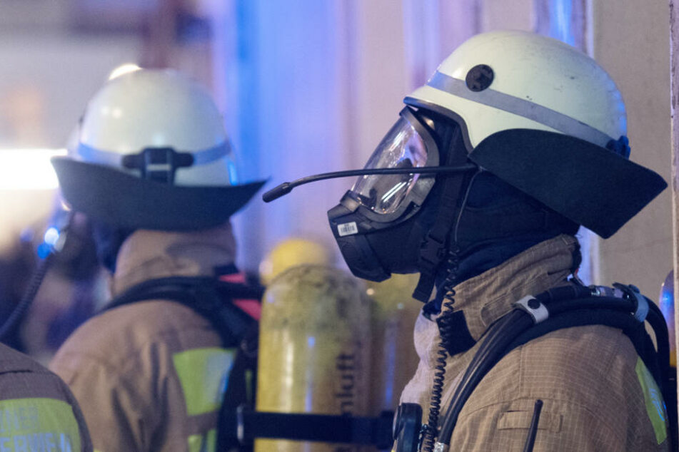 Ein Brandbekämpfer wurde bei den Löscharbeiten leicht verletzt (Symbolbild).