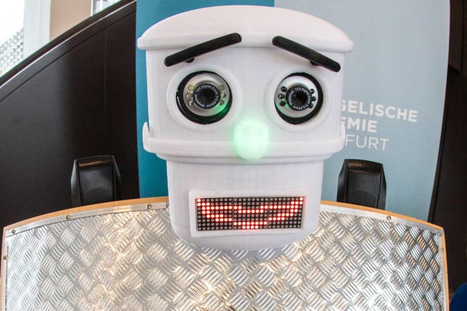 Der Roboter kann sieben Sprachen - sogar Hessisch.