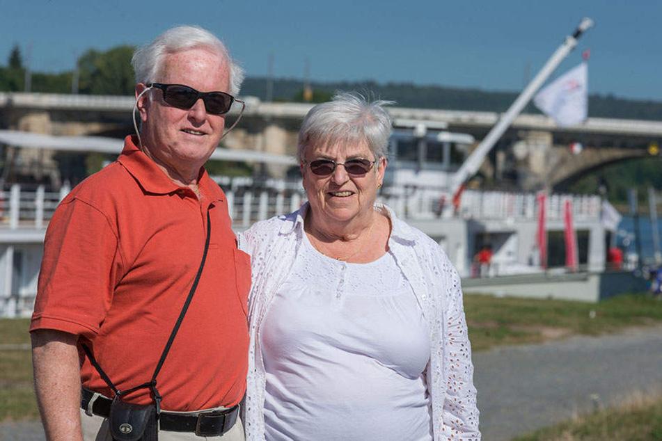 """Kreuzfahrt zu Lande, da die Schiffe festsitzen.""""What can you do - Was kannst du machen?"""" Danna (68) und James Martin (69) aus Albany bleiben gelassen."""
