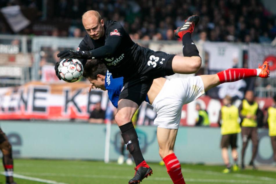 Svend Brodersen stand in der vergangenen Saison gegen Holstein Kiel im Kasten des FC St. Pauli.