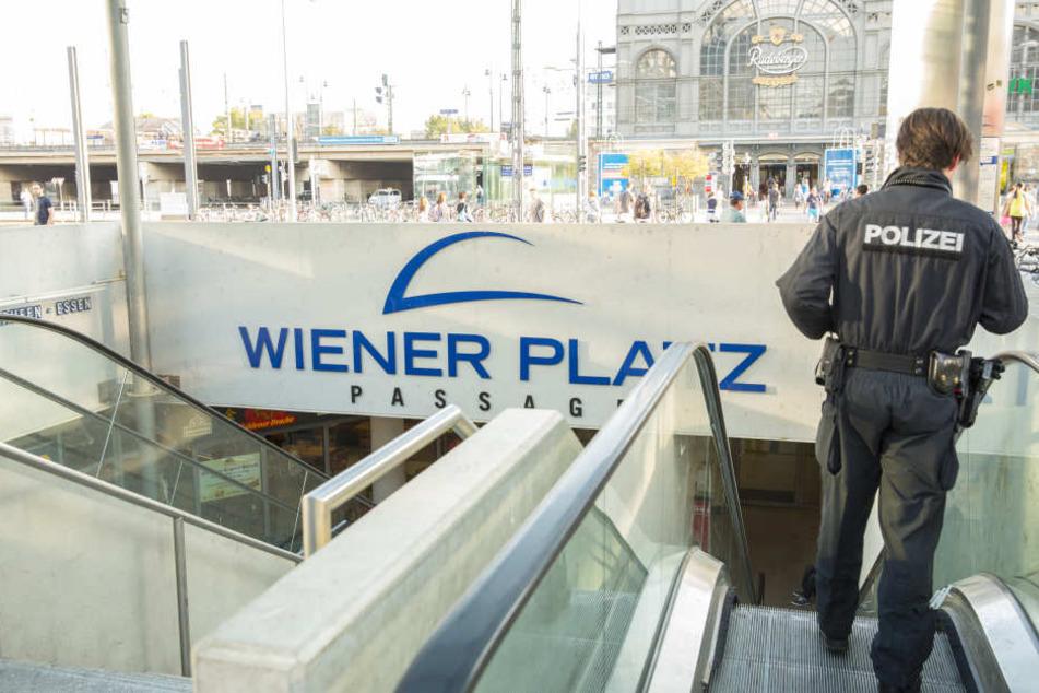 Immer wieder kommt es am Wiener Platz zu Polizeieinsätzen. Der Zugang der Tiefgarage ist mittlerweile dicht.