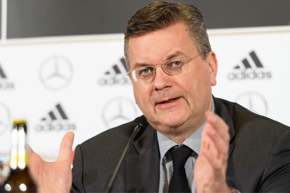 """DFB-Präsident Reinhard Grindel (Archivbild): """"Wir werden (...) erst einmal zahlen""""."""