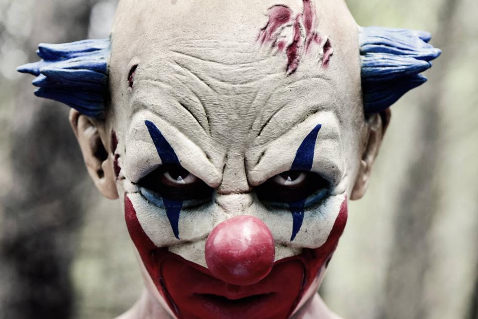 Ein Mann mit böser Clownsmaske. (Symbolbild)