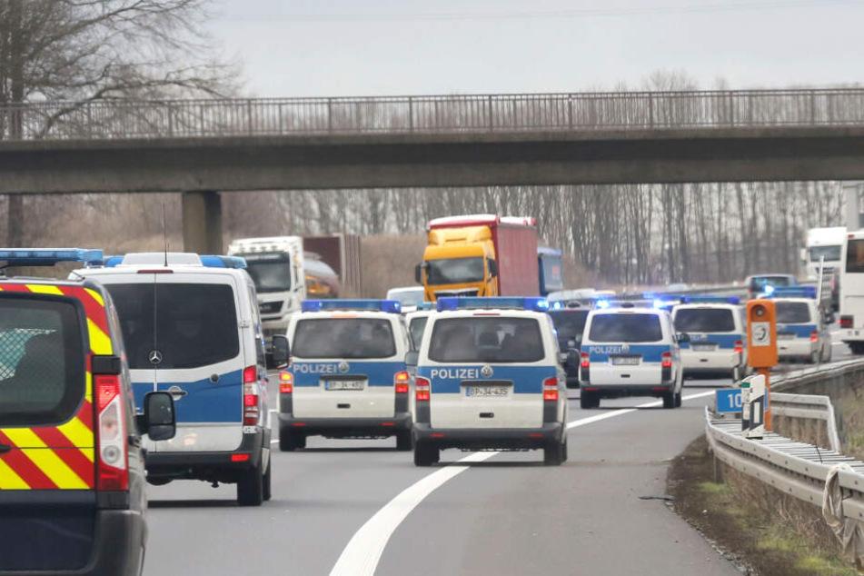 Großraumbusse wurden von der Polizei umgeleitet.