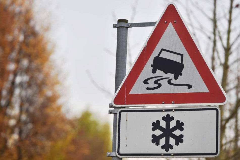 Großvater gibt 17-Jährigem Tipps beim Autofahren: Dann kommt es zum schweren Unfall!