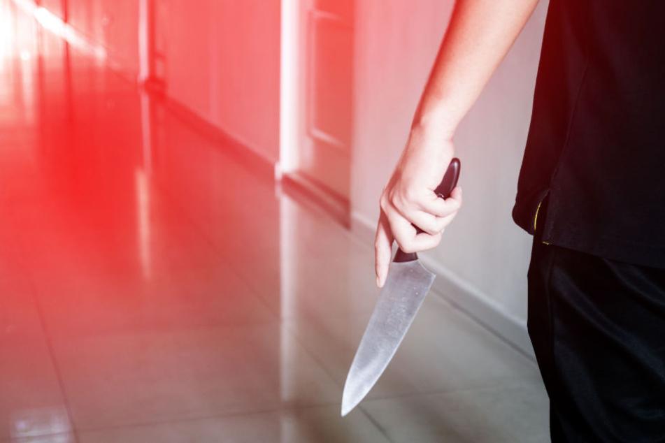 Zwischenzeitlich gelang es der 26-Jährigen sich mit ihren beiden Kindern in einem Zimmer zu verschanzen (Symbolbild).