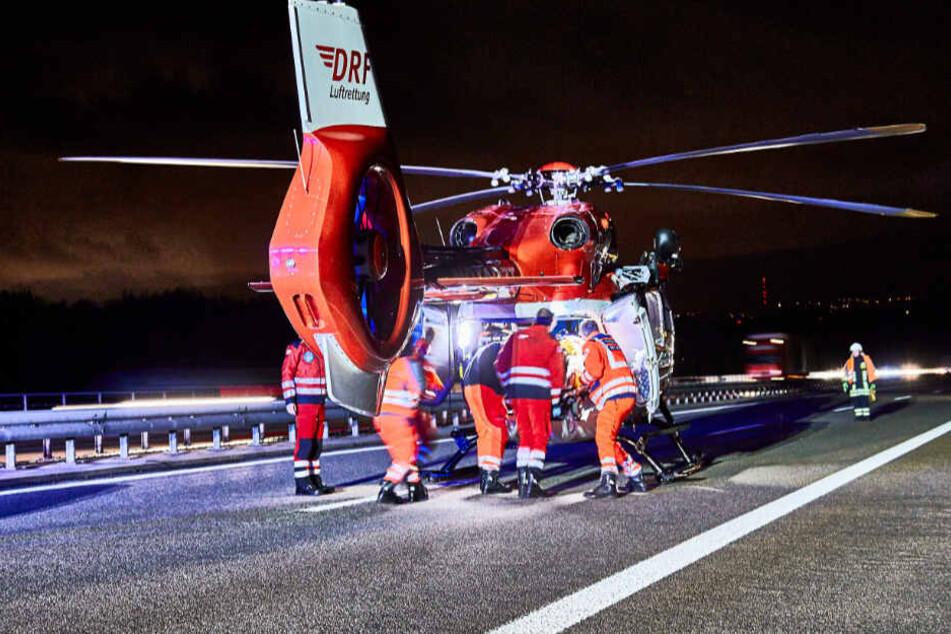 Im Einsatz war auch ein Rettungshubschrauber der Luftrettung, er brachte die Schwerverletzten in Krankenhäuser.