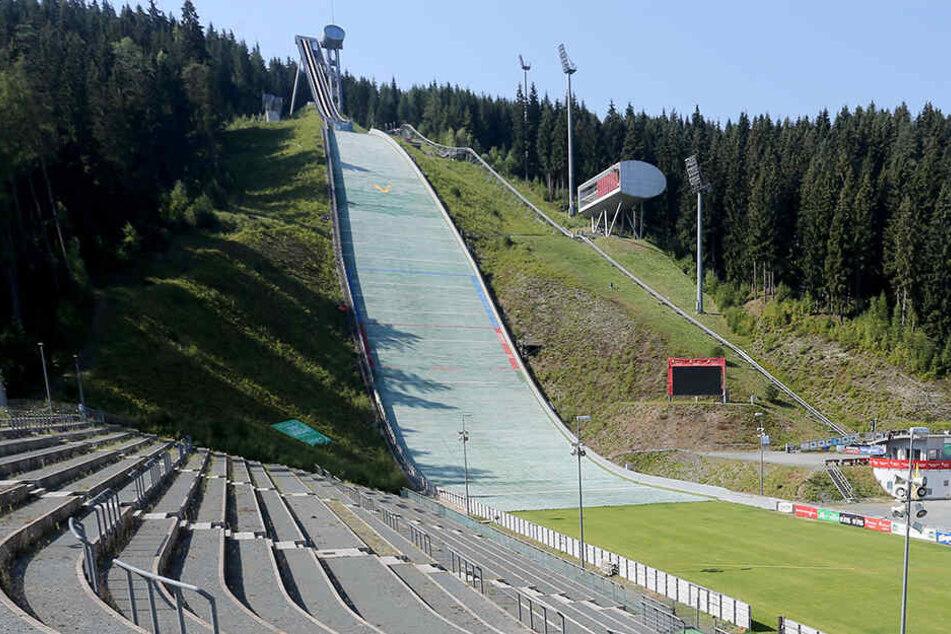 Für 1,8 Millionen Euro: Vogtland Arena bekommt Windsegel