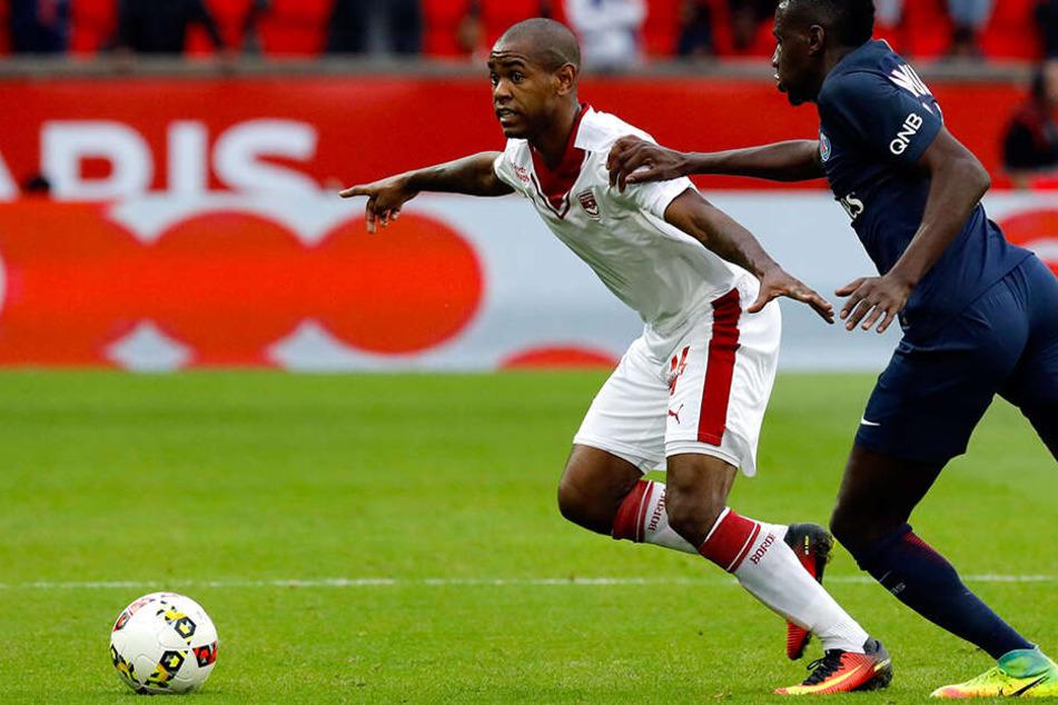 Youssouf Sabalys (l.) Ausstiegsklausel wurde vom FC Fulham aktiviert, doch die Verantwortlichen von Girondins Bordeaux waren nicht zu erreichen und so platzte der Deal noch!