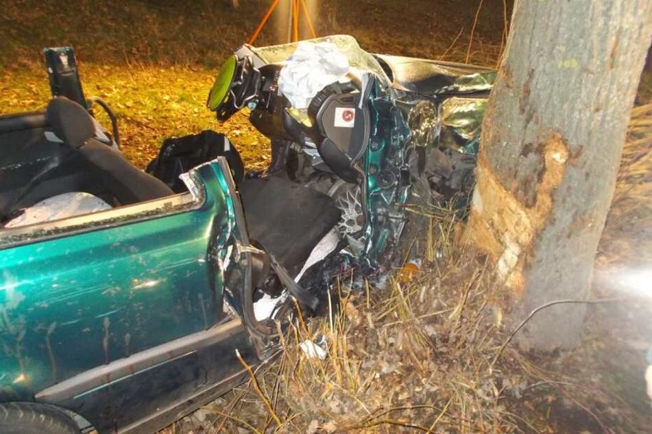 Schwerer Unfall nahe Unna: Beifahrer eine Stunde eingeklemmt!