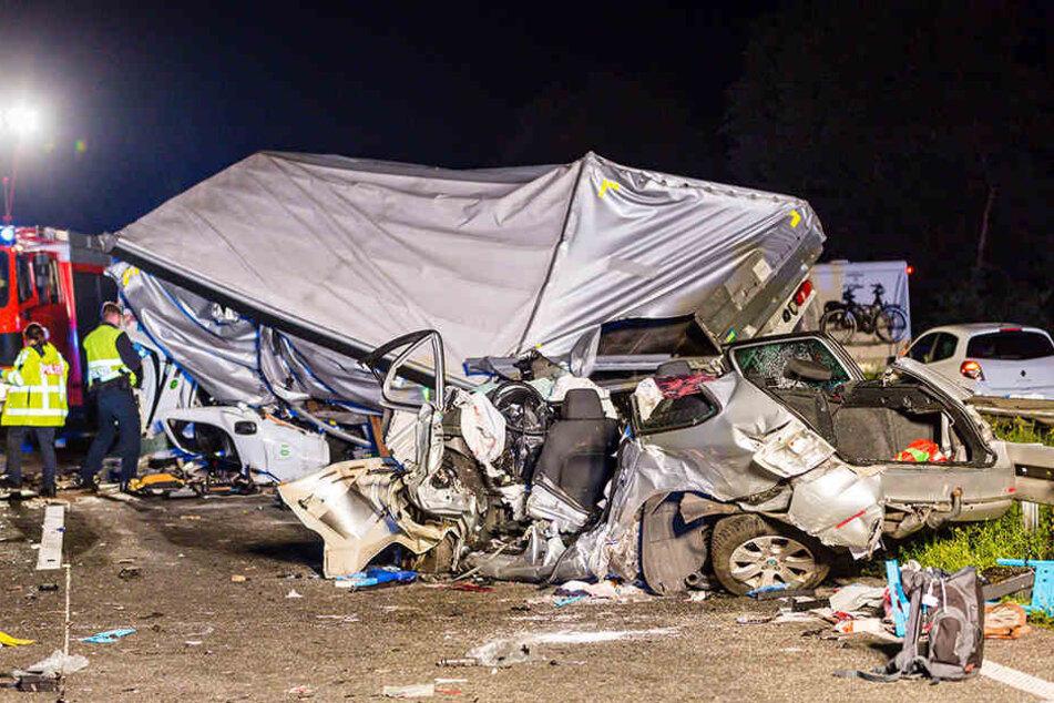 Ein Transporter stieß auf der Autobahn 71 mit einem Pkw zusammen.