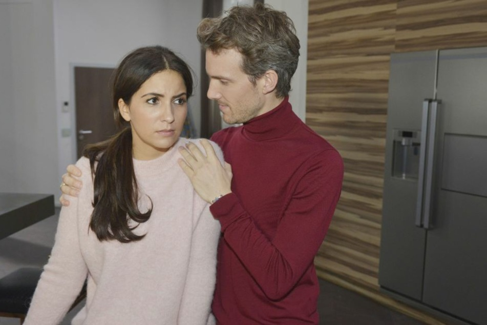 Ist Laura etwa schwanger? In der Tasche seiner Ehefrau entdeckt Felix durch Zufall einen Schwangerschaftstest.
