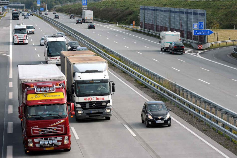 Auf der A1 bei Sittensen gab es am Freitagabend einen tödlichen Verkehrsunfall (Archivbild).