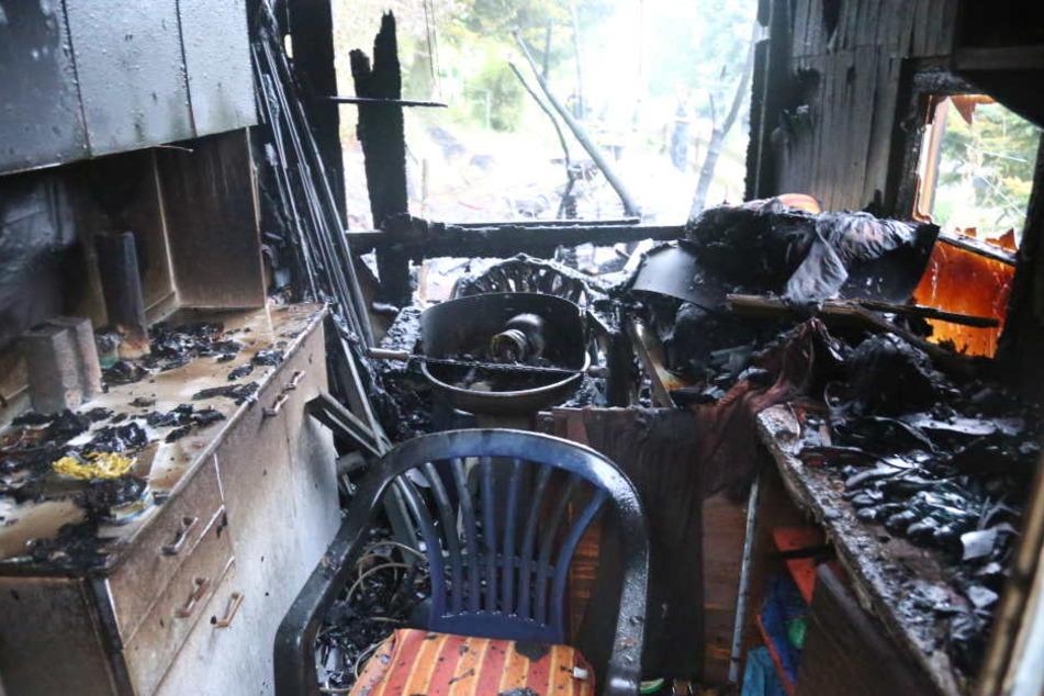 Die Einrichtung wurde bei dem Feuer stark zerstört.