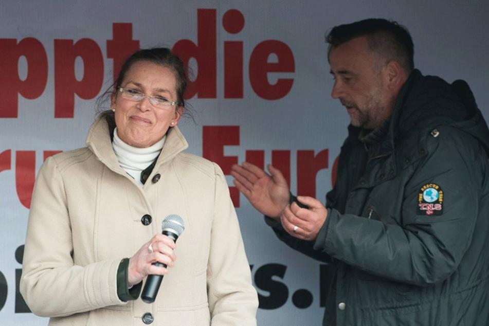 Die Zeiten, in denen Tatjana Festerling und Lutz Bachmann gemeinsam auf der PEGIDA-Bühne standen sind lang vorbei.