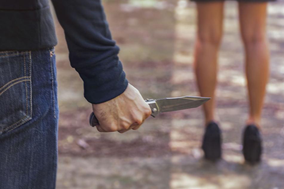 Mitten auf der Straße zog der Mann das Messer. (Symbolbild)