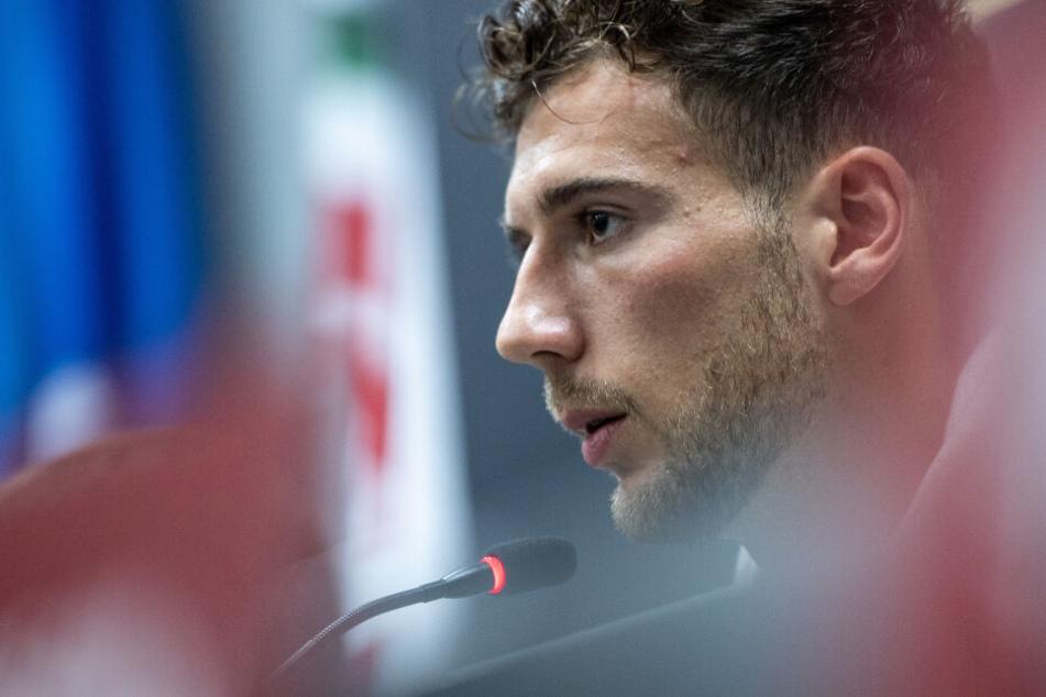 Leon Goretzka vom FC Bayern München fordert entschlossenes Handel gegen Fremdenfeindlichkeit. (Archivbild)