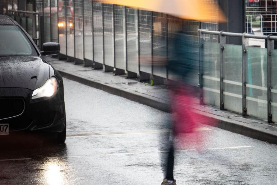 Am Donnerstag sollten die Menschen in Hessen ihre Regenschirme besser noch griffbereit halten.
