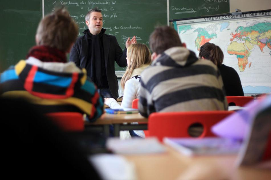Derzeit besuchen 72.066 Schüler eine Hauptschule. Vor zehn Jahren waren es noch über 200.000. (Symbolbild)