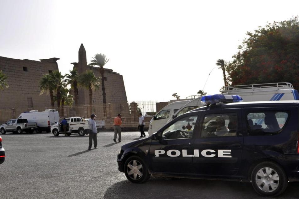 Ein Polizeiwagen steht in der ägyptischen Stadt Luxor. (Symbolbild)