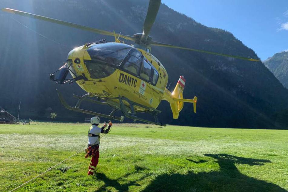 Andere Bergsteiger, die den Vorfall beobachtet hatten, wurden ebenfalls per Helikopter ins Tal gebracht.