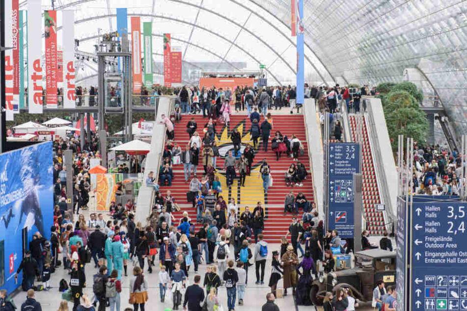 Der März steht in Leipzig im Zeichen der Buchmesse und deren Lesefest. Zur vergangenen Buchmesse kamen 286.000 Besucher und 2547 Aussteller aus 46 Ländern.