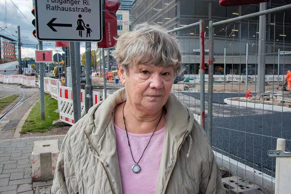 """""""Ich weiß nicht mehr weiter"""": Irmgard Richter (73) verirrte sich im Schilder-  und Zaunwald an der Zenti."""
