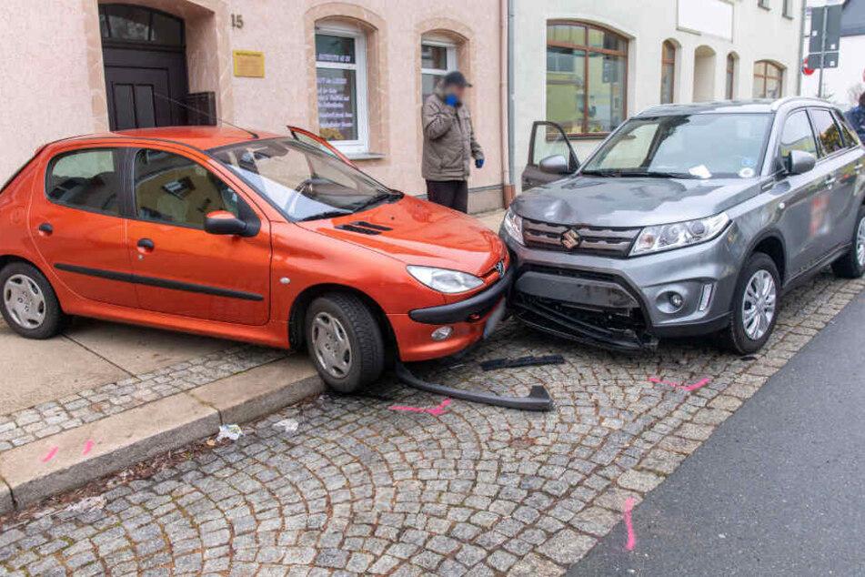Die Peugeot-Fahrerin wollte einparken, das ging schief.