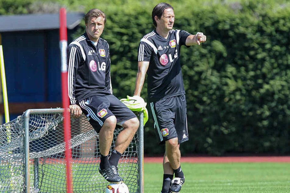 Markus Krösche (li.) ist derzeit noch als Co-Trainer von Roger Schmidt in Leverkusen angestellt.