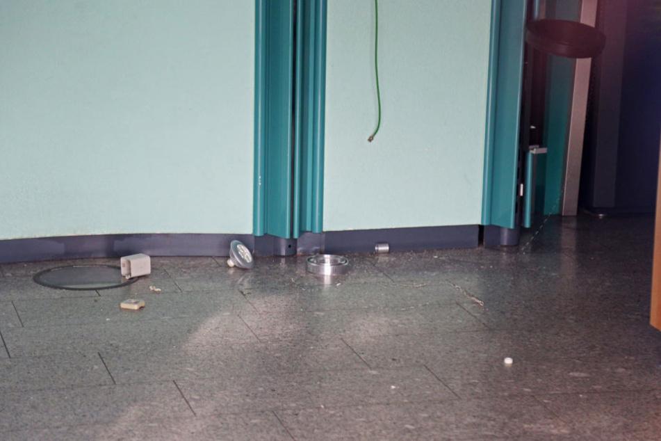 Mehrere Lampen demolierte der Eritreer, hinterließ 25.000 Euro Schaden.