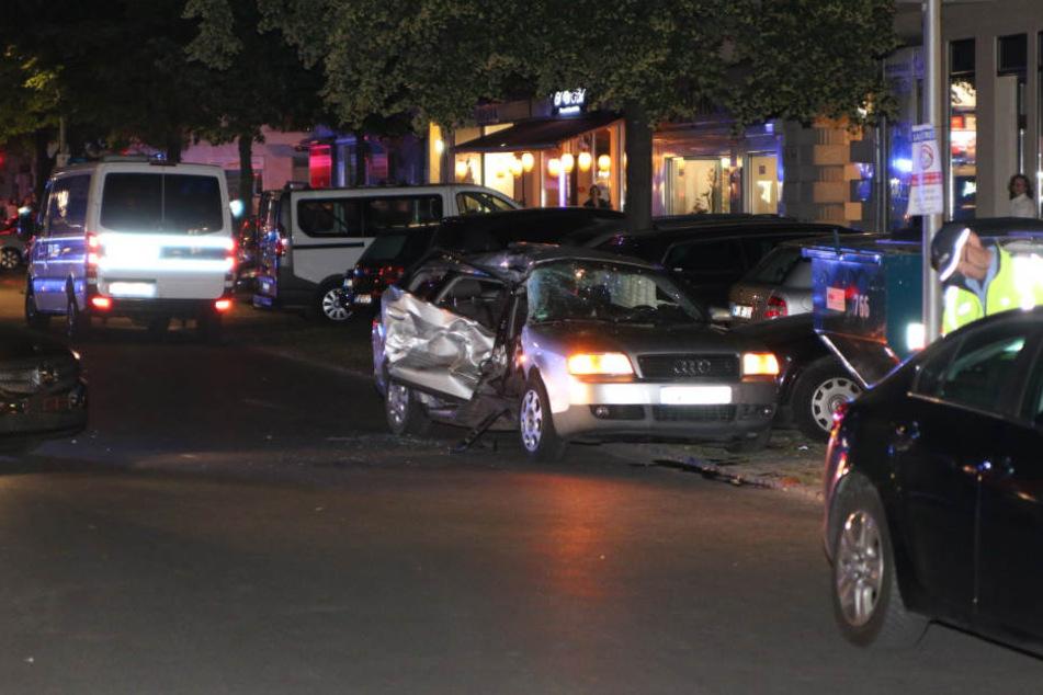 Das Fluchtauto wurde bei der Kollision mit zwei weiteren Fahrzeugen schwer beschädigt.