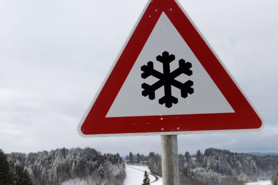Das Wetter zeigt sich in Bayern von seiner winterlichen Seite. (Symbolbild)