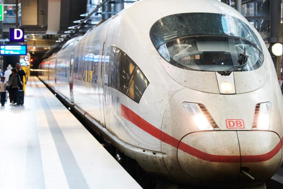 Damit der Fahrplanablauf gewährt werden kann, muss die Bahn mehr Mitarbeiter einstellen. (Archivbild)