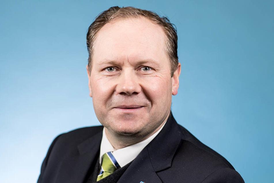"""Siegbert Droese (48) steht seit dem Parteiaustritt von Frauke Petry (42) dem sächsischen AfD-Landesverband vor. Er sagt, dass für Sachsen Pegida """"sehr wichtig"""" sei."""