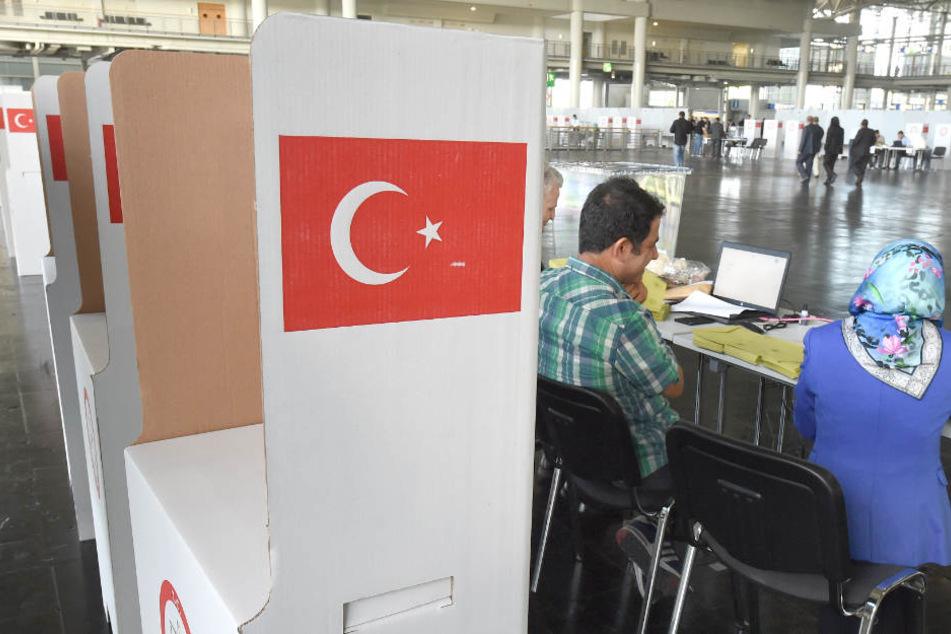Ab Donnerstag können 80.000 Türken im Norden wählen. (Symbolbild)