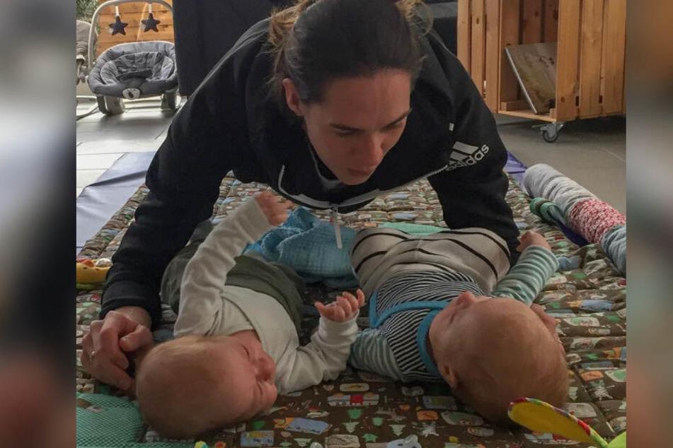 Auch nach der Karriere als Beachvolleyball-Profi hält Kira Walkenhorst sich noch fit. Die beste Motivation: Ihre süßen Babies!