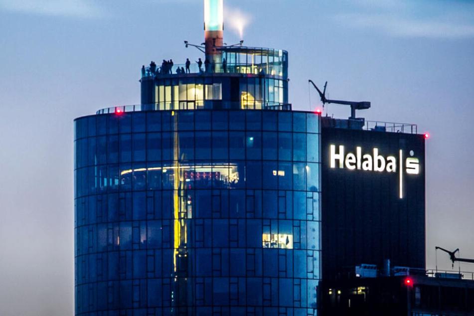 Das Foto zeigt den Main Tower in Frankfurt, der auch die Landesbank Hessen-Thüringen (Helaba) beherbergt.