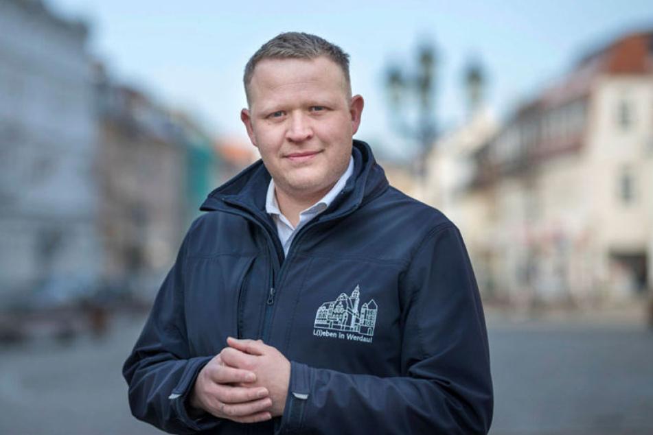 Wirtschaftsförderer André Kleber hat sein Ziel erreicht - das Bad bleibt geöffnet.